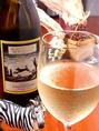 ≪白ワイン≫ コヨーテ・クリーク シャルドネ(アメリカ産・辛口)オーク樽のニュアンスに、マンゴーやパイナップルなど豊満な果実が感じられるカリフォルニアらしい一本。アップルパイのような芳ばしさが人気です。ボトル4000円(ボトルのみ)