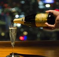 地上112mのビル最上階夜景カクテル、ワインを片手に・・