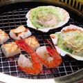 料理メニュー写真海鮮盛り合わせ(エビ、イカ、殻付帆立)