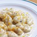 料理メニュー写真厳選イタリアチーズと黒胡椒の香りのクリームソースのニョッキ