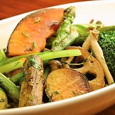 料理メニュー写真ゴロゴロ有機野菜のガーリックソテー