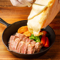 料理メニュー写真牛サーロイン ラクレットチーズ掛け