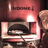 ピザ(2)窯♪物体は熱せられると赤外線を発生!遠赤外線は物体の分子を激しく動かし熱を持たせます。これがいわゆる輻射熱(ふくしゃねつ)。輻射熱は物質をすばやく熱し、まず外側を高温に焼き上げ不用な水分の蒸発を防ぎながらじっくり内部の温度を上げていきます。その為外側はカリッと内側はしっとりとした仕上がりに