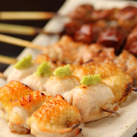 東京軍鶏をはじめとした朝締めの産直地鶏を、炭火焼鳥や囲炉裏焼き、水炊きなどで!