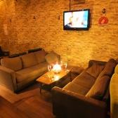 ◆ソファー席(~7名様)◆気心知れた仲間との集まりならこちら。ふかふかのソファーで寛ぎながら、備え付けのモニターで仲間とゲームを楽しめちゃいます!