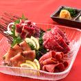 桜肉、人気です!「桜肉三種盛り」、「ご宴会に+500円で馬刺し追加」などご好評いただいております!!低カロリーで高タンパク、ミネラル豊富な桜肉は健康にも◎!塩ユッケのご用意もございます♪