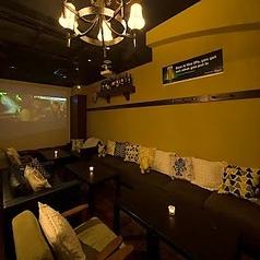 女子会やお食事使いに人気!カフェのようなかわいいソファ席。