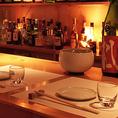 【B1F:shiokara】日本各地のこだわりを肴に焼酎をはじめ、日本酒やシャンパン、ワイン、スピリッツなど、 無限に広がる幾つもの味わい。 新たな味との出逢いを楽しみながら珍味な夜をお過ごしください。