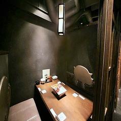 人気の個室席!ゆっくりできるプライベート空間なので、周りを気にせずおしゃべりやお食事が楽しめます。4名様個室は落ち着いた雰囲気でデートや合コンなど少人数の宴会に最適です!