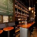【1F:gindachi】1Fのgindachiは立ち飲みワインバル。ワインも各種揃えておりますのでワイン好きは是非♪いろいろワインをやりながら、彩りのタパスや、いろんな肉や野菜のじっくり煮込んだ北イタリアの煮込み料理「ボリート」をおでん感覚でどうぞ。