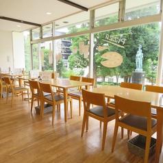 2名様用のテーブル席のご用意があります。テーブル席はどれも自由に組合すことができますので、宴会など幅広くご利用いただけます。