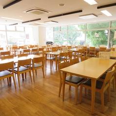4名様用のテーブル席のご用意があります。テーブル席はどれも自由に組合すことができますので、宴会など幅広くご利用いただけます。
