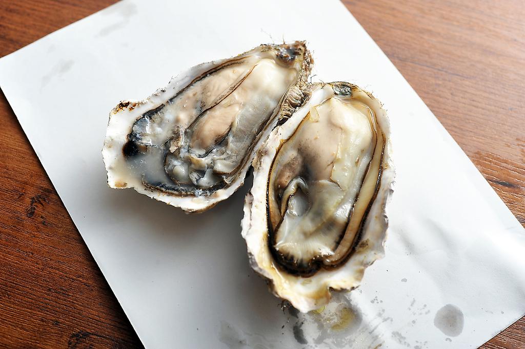★ オープンより大人気 ★ 仙鳳趾産の炭焼き牡蠣