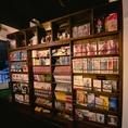 当店自慢!!どどーんと壁一面の本棚!実際に見るとかなり迫力があります!