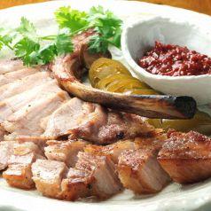 料理メニュー写真燻製豚のグリル