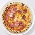 料理メニュー写真肉ピザ 「プロシュート エ サラーメ」