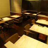店内奥のテーブル席です。デートや女子会など会話を楽しみながらゆっくりできるのがセピアカフェ!