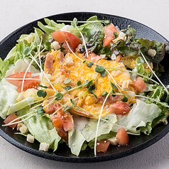 料理メニュー写真あったか玉子のシーザーサラダ