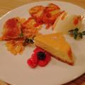 料理メニュー写真スイーツ盛り合わせ(フレンチトースト/ティラミス/ニューヨークチーズケーキ)