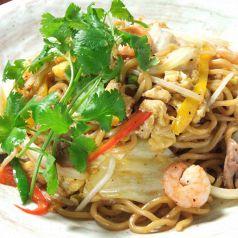 料理メニュー写真太ちぢれ麺のジャワ風ミーゴレン