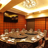 料理やお酒をテーブルいっぱいにして楽しむ中華!周りを気にせず個室で盛り上がりたい集まりにお薦めです。
