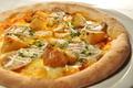 料理メニュー写真ロースとチキンとポテトピザ