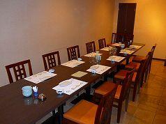 ゆとりのあるテーブル席の個室