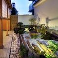 手入れのいき届いた日本庭園!夜のライトアップで更なる非日常空間を浦和で感じていただけます。