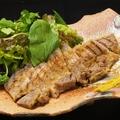 料理メニュー写真特製 糸島豚バラの味噌漬け焼き