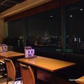 夜景が見えるテーブル席
