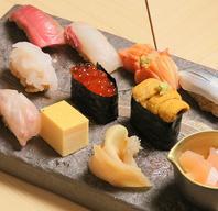 仕入れにこだわった鮮魚を大将手作りのガリと。