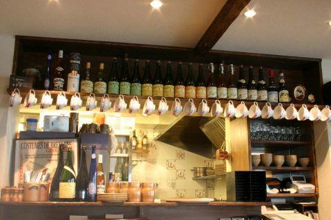 表参道の裏路地に佇む、本場フランス・ブルターニュを感じさせる、落ち着いたカフェレストランへようこそ。