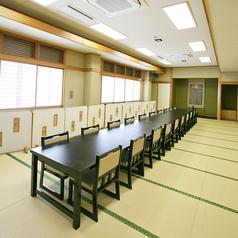 【さくら】最大50名様迄。和室イス席。大広間を分けた宴会席。
