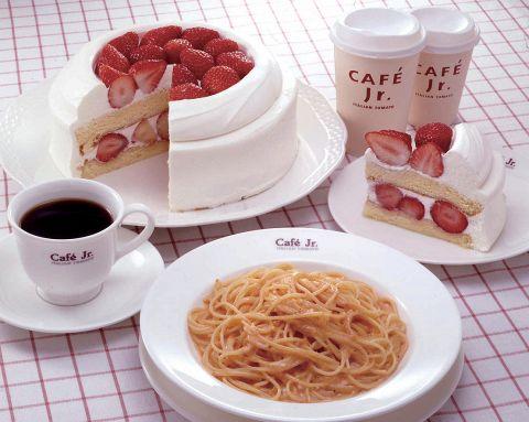 パスタにピッツァ、デザートまで多彩なメニューが気軽に楽しめるセルフカフェ♪