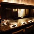 鉄板の上で繰り広げられるシェフ熟練の技と軽妙なトークが、神戸ビーフの繊細な味わいをさらに引き立てるよう。