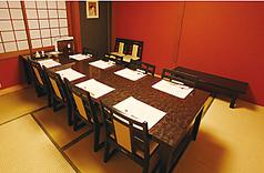個室 4室(4名・8名×2・10名)最大3室続きで26名様まで対応できます