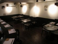 テーブル席は4,2,4の計10席♪最大14席。