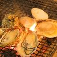 その日仕入れた一番美味しい鮮魚を炉端焼きで…