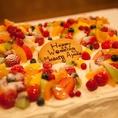 ウエディングケーキもご相談下さい☆ケーキの専門店のパティシエが作るケーキは絶品!旬のフルーツをふんだんに使ったケーキについつい手が出てしまうことでしょう♪内容・ご予算については、お気軽にお問合わせください。