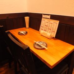 2名様が並んで座れるテーブル席もあり♪