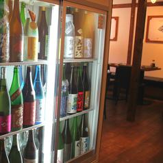 自由にラベルを見て日本酒をチョイスできます。
