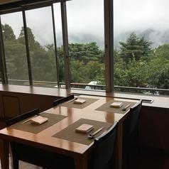 箱根のお山が、パノラマ、絵画レベル!紅葉時一番人気☆テーブルは24卓。48名様座席がございます。窓際は、箱根連山が四季折々でご堪能いただける絶景です☆ご要望があれば、ご予約時にご記載をしてください☆