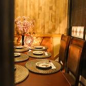 関内駅近の隠れ処個室居酒屋♪2名様~団体様まで人数様に合わせてプライベート個室空間を完備しております。扉で仕切られた完全個室席は関内での接待や会食、デートなど様々なシチュエーションに最適な落ち着いた雰囲気の個室空間となっております♪お得な宴会コースは最大3時間飲み放題付きの宴会コースは2,980円~♪
