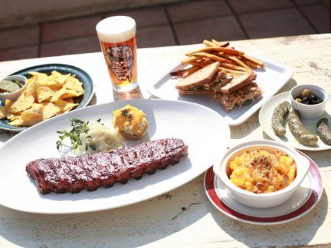 CRAFT BEERとCOCKTAILS、そしてPIT BBQのお店「HATOS BAR」