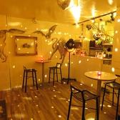 ■アーティスティックなラウンジ・店内♪■「CUBE」の店内いたる所に描かれたアートの数々。ラウンジの壁もその一部です♪モダンな雰囲気のラウンジに描かれたアートは、よりアーティスティックな雰囲気をより一層演出しております♪イベント企画も承っておりますので、アーティスティックなイベントにも是非ご利用を♪