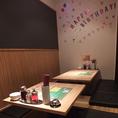 歓送迎会に最適の完全個室。壁の大きな黒板にみんなでメッセージを書いて盛り上がろう!