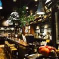 テーブル席。栄駅より徒歩5分の駅近オシャレな場所で、非日常のパーティーを楽しみませんか?大ホールは50名まで収容のパーティースペース!