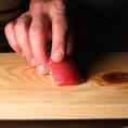職人の技術もうまさの秘訣。オープンキッチンは自信の表れ。
