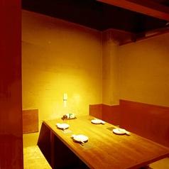 【3~4名様向け】吉祥寺駅北口徒歩3分の絶好立地♪落ち着いて飲める空間です。プライベート空間漂う人気のお席となっております。デートや少人数での飲み会に是非ご利用くださいませ。周りを気にすることなくお食事ができます。