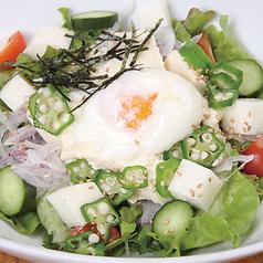 料理メニュー写真オクラと長芋の豆富サラダ